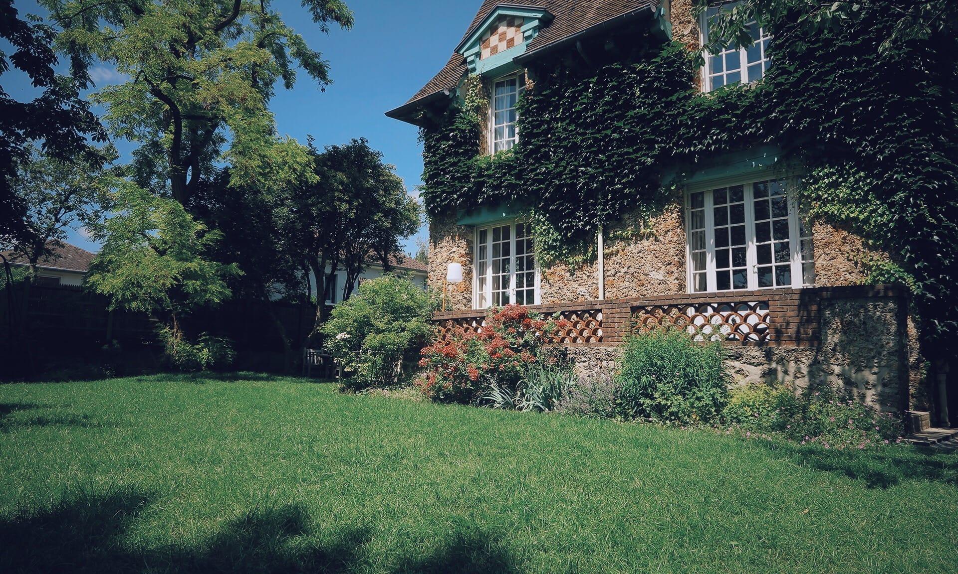 02_Nordscape_realisation_jardin-maison-meuliere-pelouse-et-fleurs